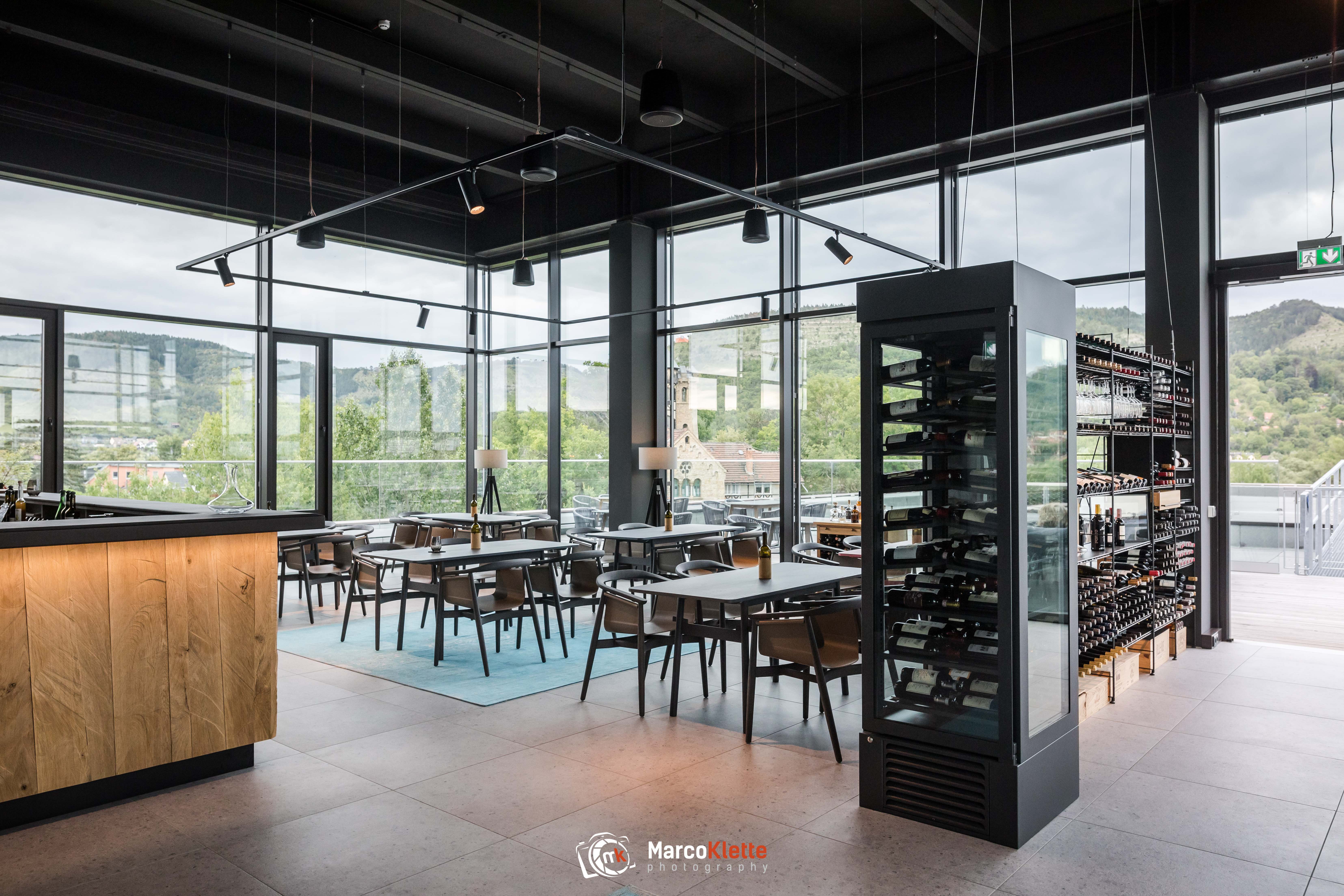 PROMEDIATEC hat vor der Wiedereröffnung der Weinbar TIEZ in Jena Audiotechnik installiert.